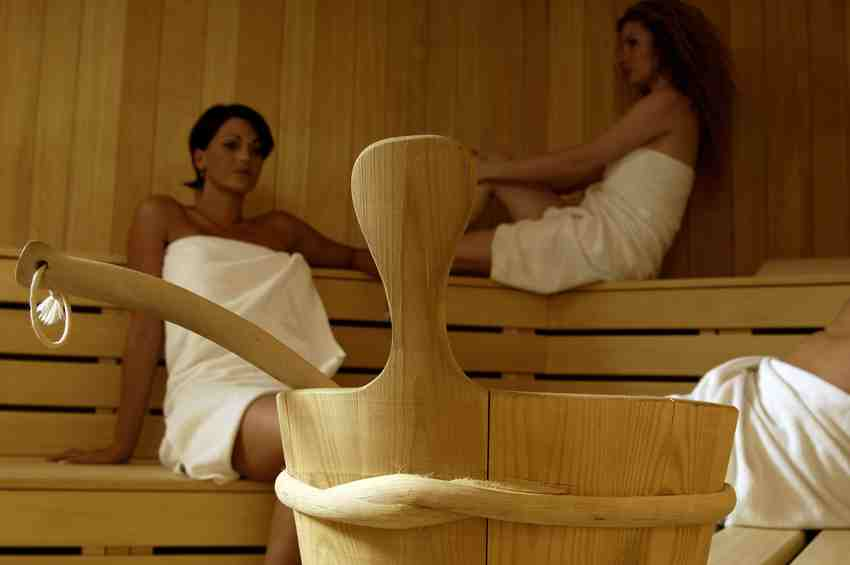 richtig saunieren tipps f r die sauna sauna bademantel handtuch blog. Black Bedroom Furniture Sets. Home Design Ideas